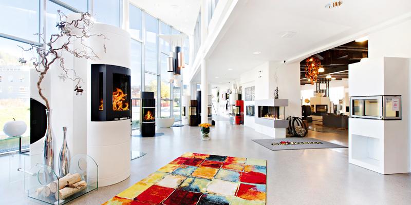Peiser og ovner i utstilling hos Arne Skarra
